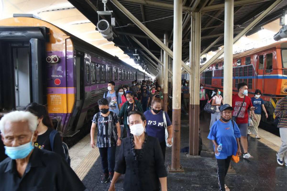 ประชาชนทยอยเดินทางกลับกรุง หลังวันหยุดยาว