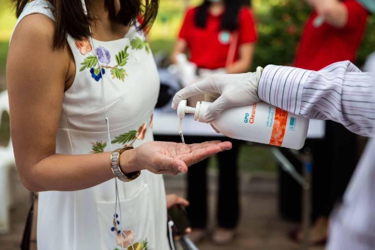 การล้างมือด้วยน้ำและสบู่ หรือฆ่าเชื้อโรคด้วยเจลแอลกอฮอล์ ช่วยลดความเสี่ยงลงได้