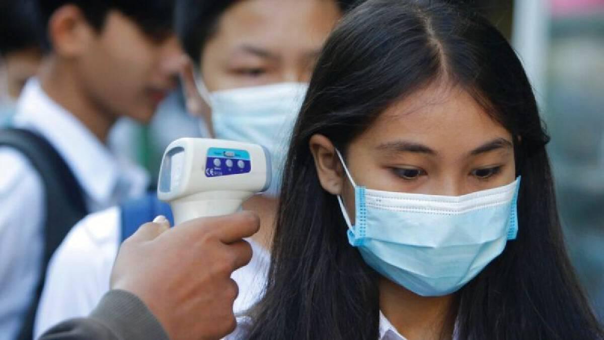 แรงงานสตรีกัมพูชา 4 คนเดินทางกลับจากประเทศไทยและตรวจพบติดโควิด-19