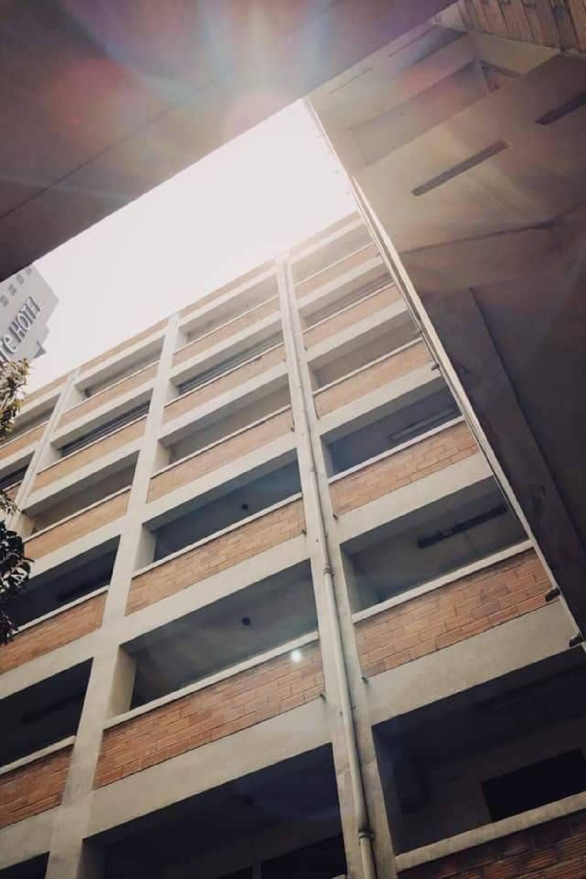ปิดตำนาน 'ออสการ์อพาร์ทเม้นท์' หอผีดุ แห่งภาพยนตร์ดัง บุปผาราตรี