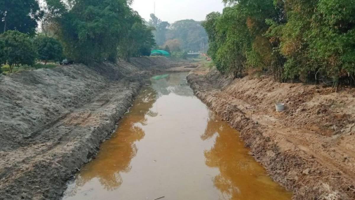 """""""เจ้าท่า"""" ลุยขุดลอกแม่น้ำกกสายเก่า-เชียงราย กว่า 1.1 พันครัวเรือน แก้ภัยแล้ง"""