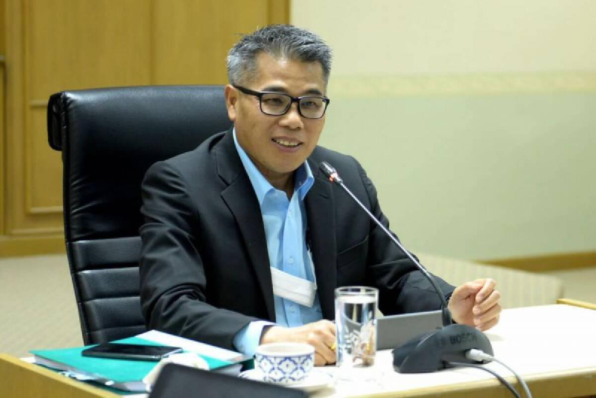 """อธิบดีกรมวิชาการเกษตร กล่าวว่า ตลาดจีนถือเป็นตลาดส่งออกผลไม้ที่สำคัญของไทยโดยอนุญาตให้นำเข้าผลไม้จากประเทศไทยมากกว่าถึง 22 ชนิด สร้างรายได้ให้แก่ประเทศคิดเป็นมูลค่าไม่ต่ำกว่า 100,000 ล้านบาท / ปี ดังนั้นคุณภาพจึงเป็นสิ่งสำคัญที่จะทำให้เราสามารถรักษาตลาดไว้ได้ โดยไทยและจีนมีข้อตกลงเงื่อนไขการนำเข้าและส่งออกผลไม้ที่ต้องปฏิบัติร่วมกันคือผลผลิตจะต้องมาจากสวนที่ได้รับการรับรองตามมาตรฐาน GAP และคัดบรรจุในโรงงานผลิตสินค้าพืชที่ได้รับการขึ้นทะเบียนตามมาตรฐาน GMP โดยกรมวิชาการเกษตรได้จัดส่งข้อมูลทะเบียนสวนทุเรียนที่ได้รับการรับรองทั้งหมดส่งให้จีนประกาศในเว็บไซต์ของจีนแล้ว รวมจำนวนทั้งสิ้น 38,767 ราย ซึ่งเพิ่มขึ้นจากปี 2563 ที่มีจำนวน 30,076 ราย ส่วนโรงงานคัดบรรจุ GMP ที่ได้แลกเปลี่ยนทะเบียนและประกาศรายชื่อในเว็บไซต์ของจีนแล้วมีจำนวนทั้งสิ้น 1,587 โรงงาน    ทั้งนี้ที่ผ่านมาจีนได้เปิดด่านอนุญาตให้นำเข้าผลไม้จากไทยได้จำนวน 3 ด่านคือ ด่านโม่หัน ด่าน โหย่วอี้กวน และด่านรถไฟผิงเสียง แต่ในขณะนี้กรมวิชาการเกษตรได้รับแจ้งข่าวดีว่าสำนักงานศุลกากรของจีน (GACC) ได้อนุญาตให้นำเข้าผลไม้สดของไทยที่ด่านตงซิงได้แล้วโดยมีผลตั้งแต่วันที่ 29 เมษายน 2564 เป็นต้นไป    นายพิเชษฐ์ กล่าวว่า เป็นข่าวดีที่ไทยได้รอคอยมาเป็นระยะเวลา 1 ปี ภายหลังจากที่กรมวิชาการเกษตรและสำนักงานมาตรฐานสินค้าเกษตรและอาหารแห่งชาติ ได้ประสบความสำเร็จในการเจรจา """"ร่างพิธีสารว่าด้วยข้อกำหนดในการกักกันโรคและตรวจสอบสำหรับการส่งออกและนำเข้าผลไม้ผ่านประเทศที่สามระหว่างไทยและจีน กับสำนักงานศุลกากรของจีนเมื่อเดือนเมษายน 2563 นำไปสู่การปลดล็อคเส้นทางการขนส่งผลไม้ไปจีนและไทยได้ด่านนำเข้าและส่งออกผลไม้ไปจีนเพิ่มขึ้น ซึ่งจะเป็นอีกหนึ่งทางเลือกให้กับผู้ส่งออกผลไม้ไปจีนช่วยแก้ปัญหารถติดสะสมบริเวณหน้าด่านโหย่วอี้กวน โดยเฉพาะในฤดูกาลส่งออกทุเรียนในขณะนี้"""