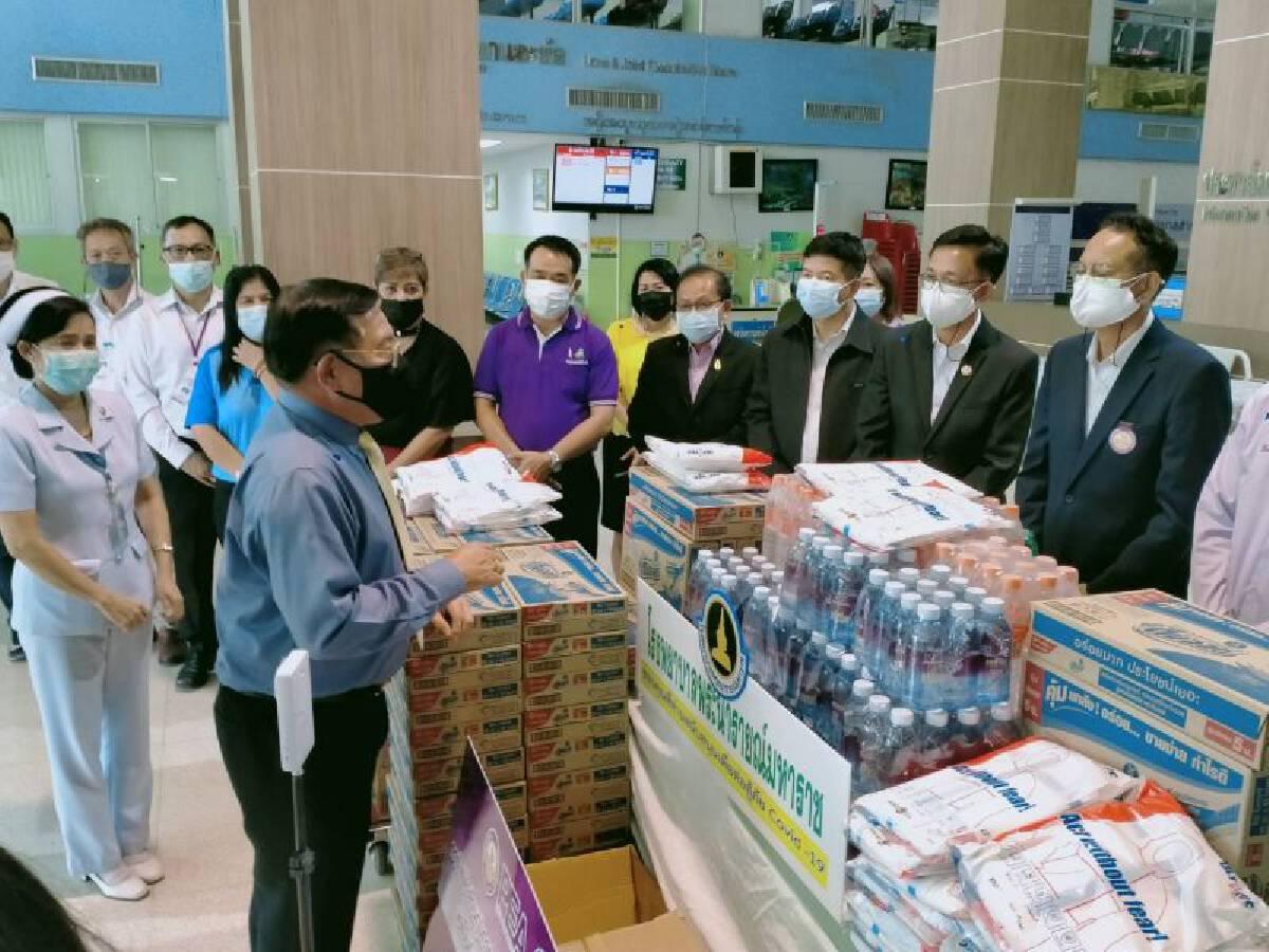 หน่วยงาน องค์กร ตลอดจนประชาชนทั่วไป ร่วมบริจาคเงิน ส่งมอบเครื่องอุปโภคบริโภค ตลอดจนครุภัณฑ์ต่าง ๆ หนุนภารกิจทีมแพทย์สู้ภัยโควิด