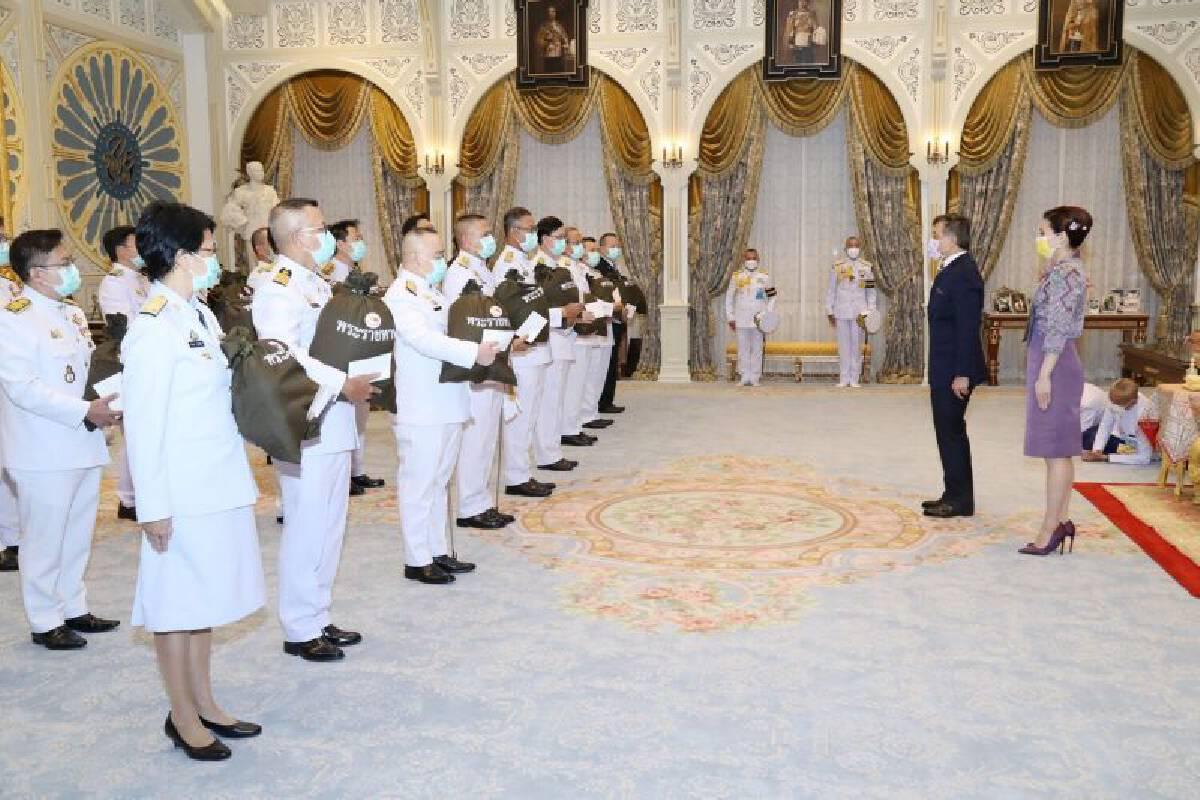 ในหลวง พระราชินี พระราชทาน 'ถุงพระราชทานกำลังใจ' แก่โรงพยาบาลแม่ข่ายและโรงพยาบาลสนาม