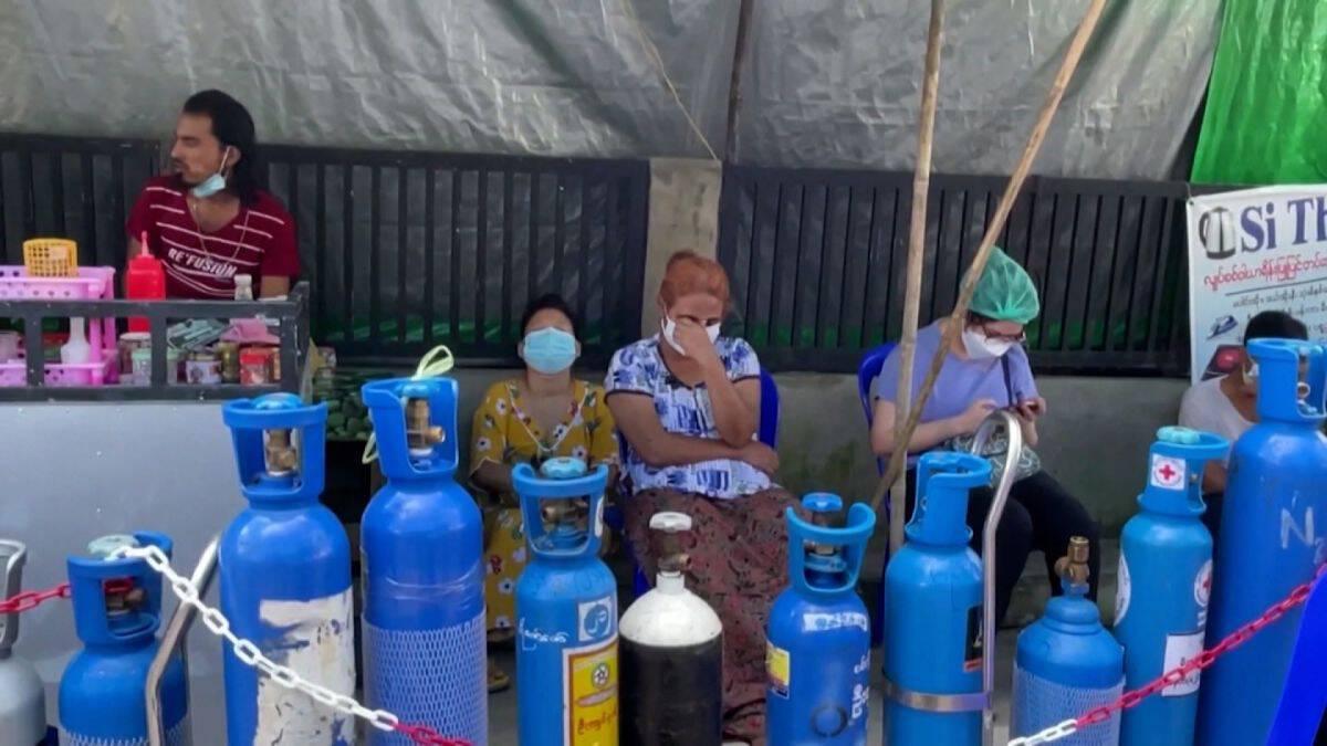 ประชาชนเมียนมาแห่เติมออกซิเจนสำรองในครัวเรือน