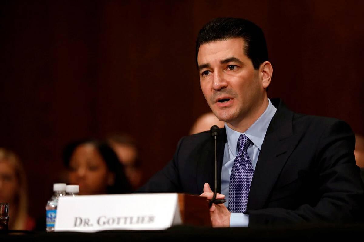 นพ.สก็อตต์ ก็อตลี้บ อดีตประธาน FDA