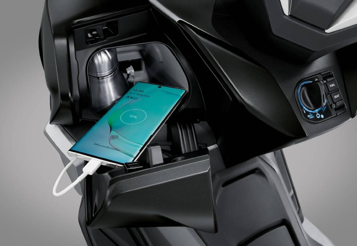 New Forza350ติดตั้งระบบ HSVCs (Honda Smartphone Voice Control System)