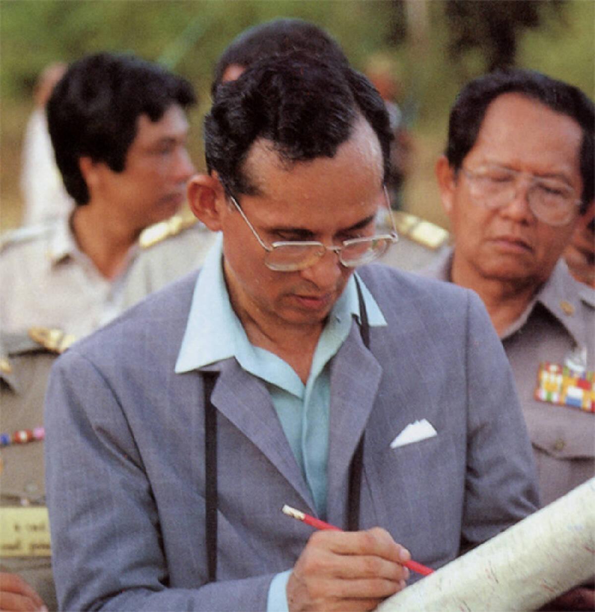 ในหลวง ร.9 กับ 12 พระบรมราโชวาทและพระราชดำรัสที่อยู่ในใจคนไทยไม่รู้ลืม