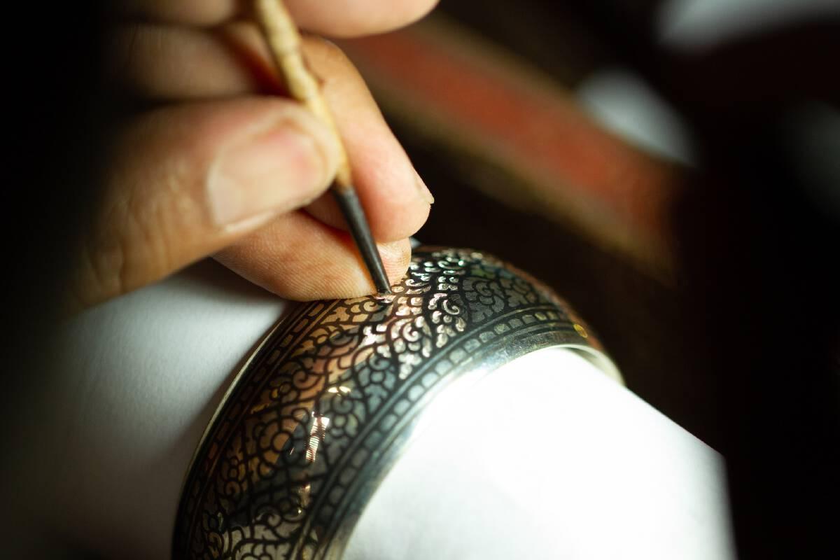 ไม่ลืม 'ครูช่าง-ทายาท' งานศิลปหัตถกรรมไทยที่ทรงคุณค่า