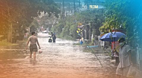 """โคราชฉ่ำฝนน้ำเอ่อท่วมกระจายทั้งจังหวัดเขตเมือง""""ไม่รอด"""""""